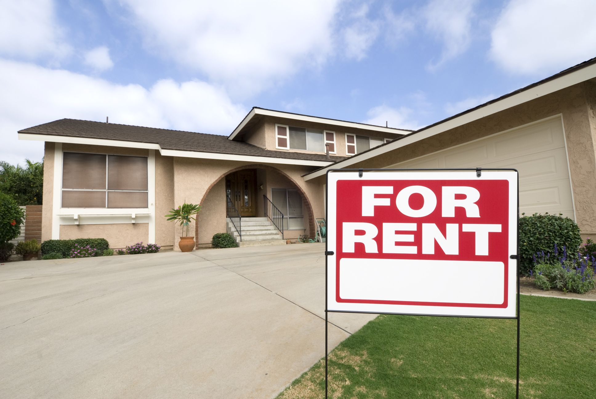 For rent sign outside of a single family home
